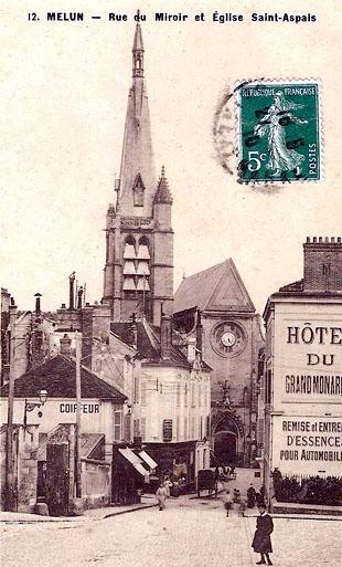 Eglise St-Aspais et rue du Miroir avant août 1944
